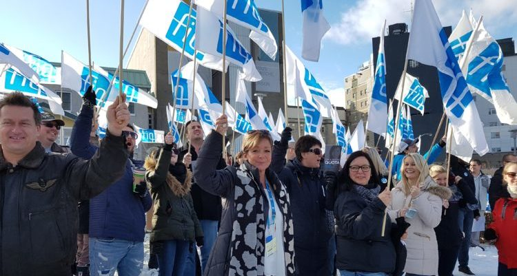 Hostage-taking at Hôtel-Dieu de Lévis: hundreds of FIQ union reps gather to protest.