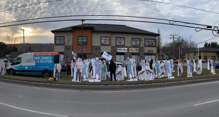 FIQ provincial negotiations: the Syndicat des professionnelles en soins de Laurentides shows up at the office of Marguerite Blais, Minister Responsible for Seniors